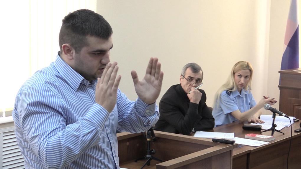 Следователь подсказал. Как 22-летний парень оказался на скамье подсудимых, отбившись от троих нападавших