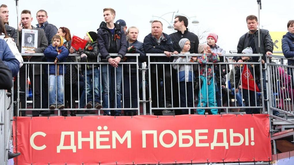 «Смотрите по телевизору»: центр города закрыли от пешеходов, которые шли на Парад Победы