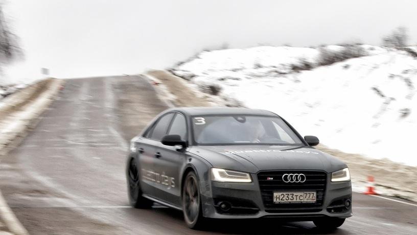 Быстрее, чем Ferrari: плющим внутренности с Audi S8 Plus