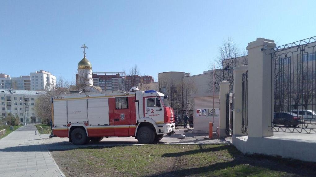 К екатеринбургскому СИЗО съехались пожарные и скорая. Что там происходит?