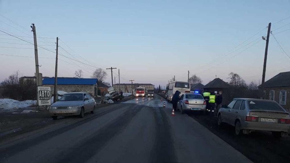 В Свердловской области автобус с 26 детьми попал в ДТП