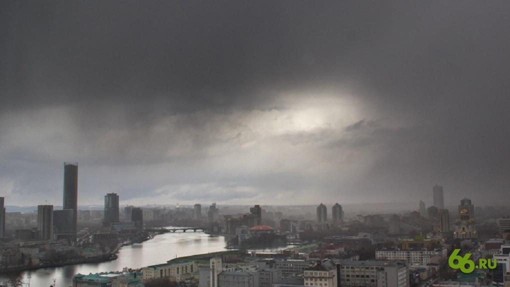 Синоптики продлили штормовое предупреждение