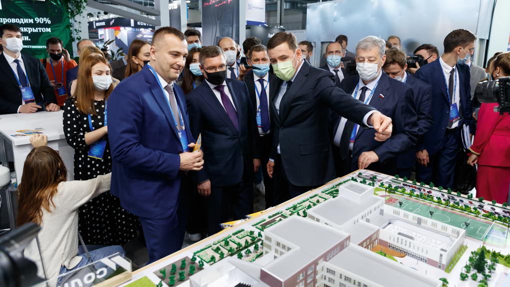Министру строительства РФ показали «Губернаторский лицей» в Солнечном. Теперь такие будут строить везде