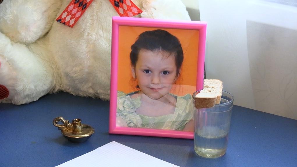 Школьницу убило упавшим с балкона смесителем. Ее семья – о трагедии и возможных подозреваемых