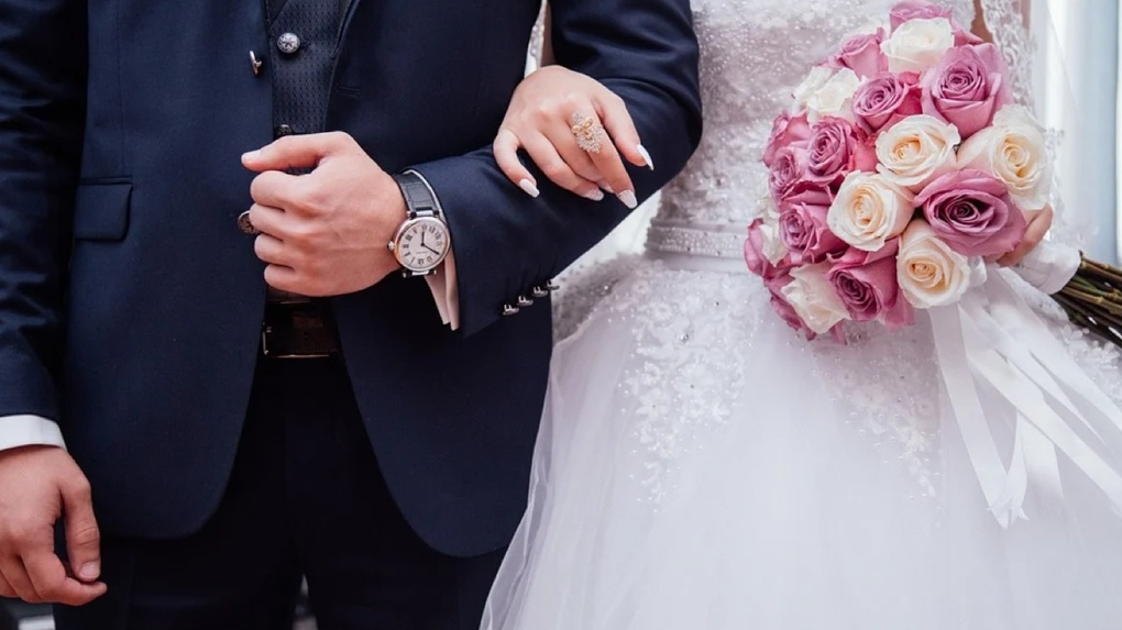 Дата-палиндром: молодожены Свердловской области стремятся зарегистрировать брак в зеркальные даты года