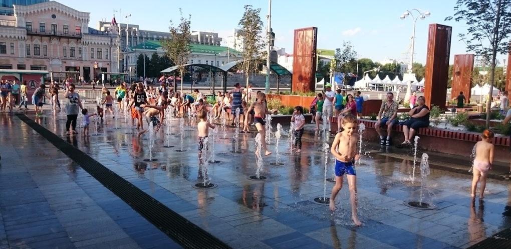 Жесткая чистка, реагенты и сигаретные окурки. Почему нельзя купаться в фонтанах Екатеринбурга