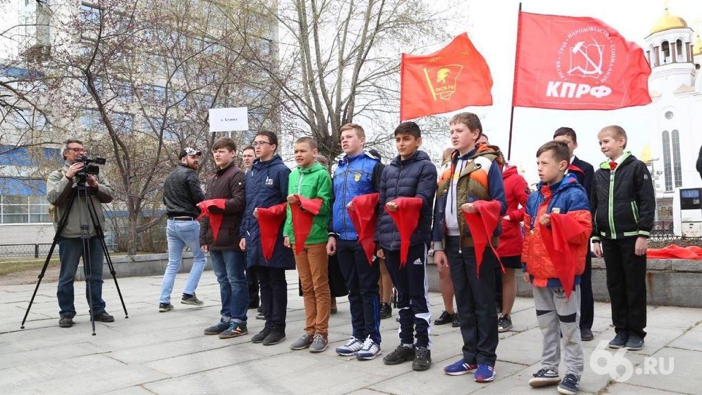 Коммунисты воскрешают пионерию в усадьбе Харитоновых–Расторгуевых. Фоторепортаж