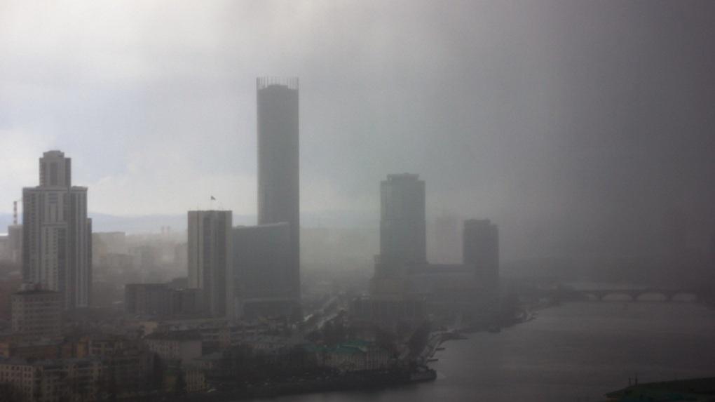 Метеорологи предупредили екатеринбуржцев об атмосферном загрязнении