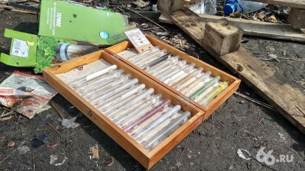 На свалке в Екатеринбурге нашли пробирки с образцами смертельно опасных боевых газов