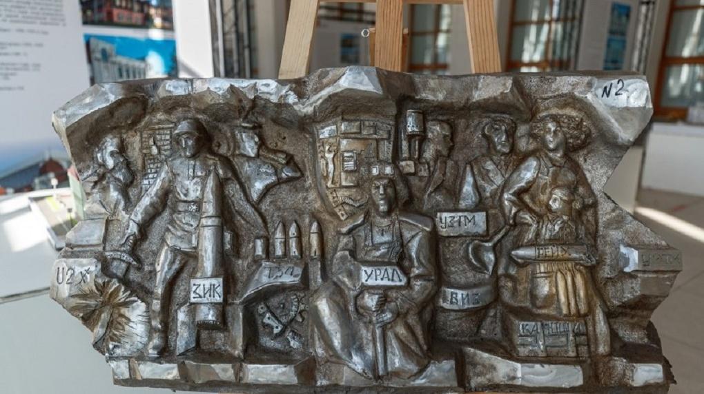 Эскиз горельефа, который установят на Плотинке, обещали «серьезно доработать» и обсудить с горожанами
