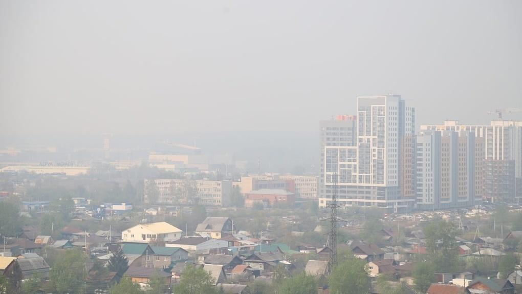 В Екатеринбурге сильный запах гари от лесных пожаров. Когда это закончится