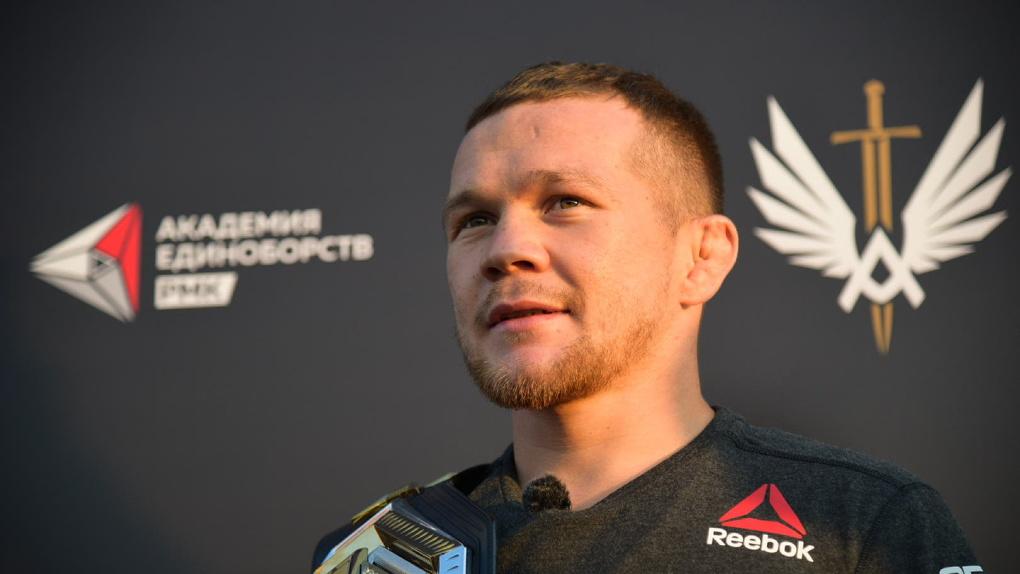 Чемпион UFC из Екатеринбурга выпустил футболки под брендом RCC Sport
