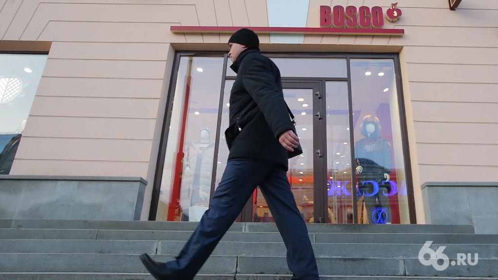 Банда грабителей целый год атакует магазины в квартале от главка МВД. Полицейские остановить ее не могут