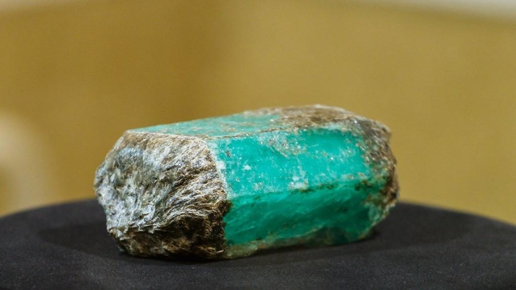Правительство разрешило продать уникальный изумруд из Свердловской области после падения нефти