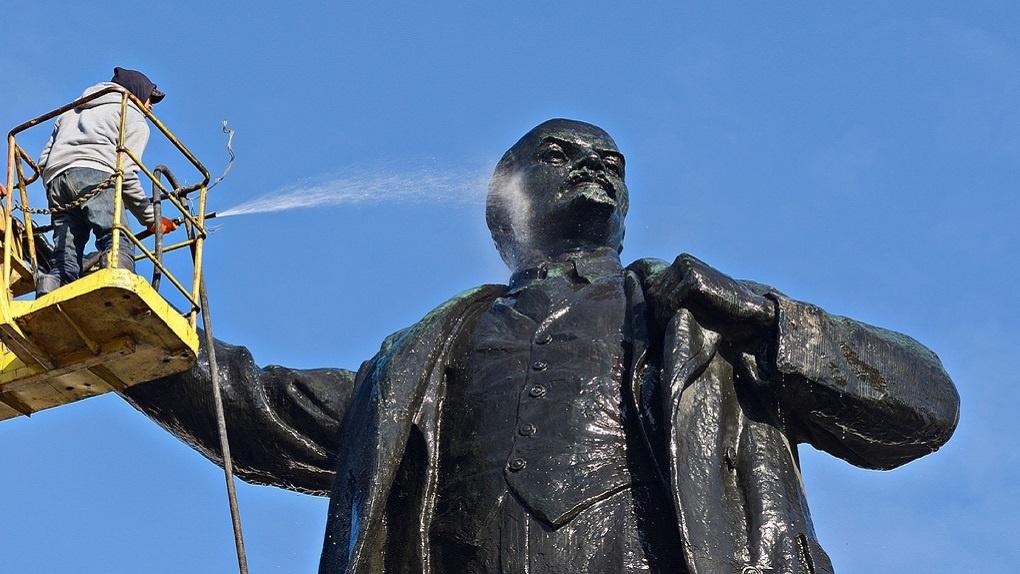 На реконструкцию памятника Ленину потратят в три раза больше денег, чем собирались