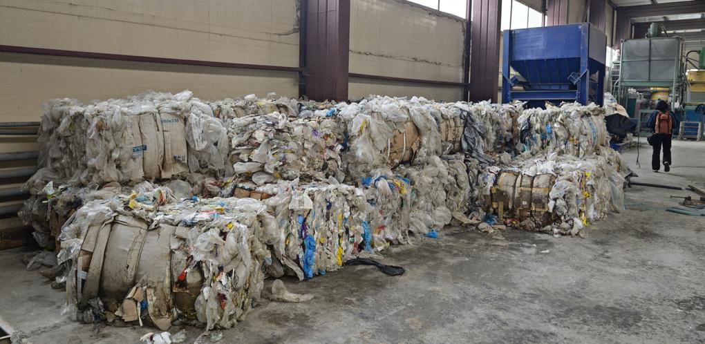 Областные депутаты отбирают у Екатеринбурга обязанности по сбору мусора