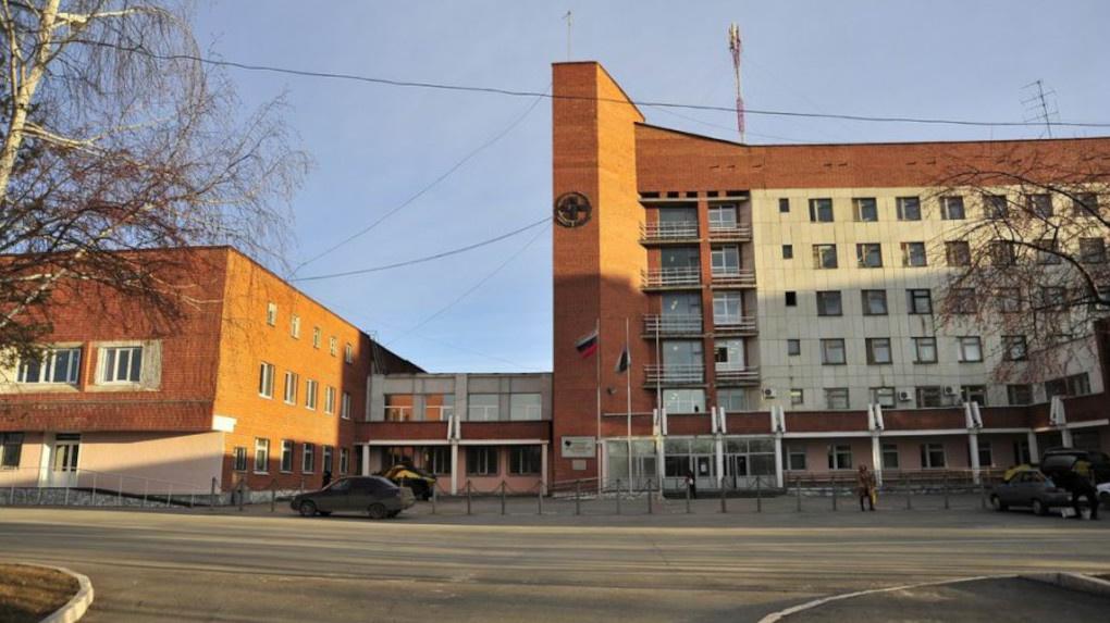 Житель Екатеринбурга может стать инвалидом. Ему нужна операция в госпитале, который отдали под ковидарий