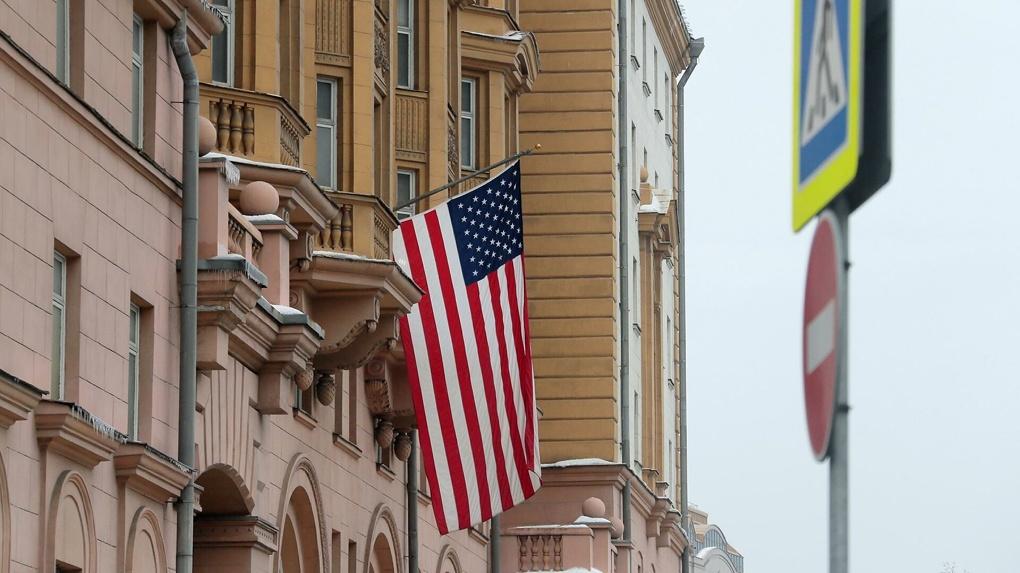 Посольство США прекращает выдачу всех виз в России, кроме дипломатических