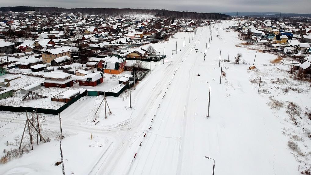 Трамвай в Пышму обещали открыть в I квартале, но стройка стоит заброшенная. Посмотрите на нее с высоты