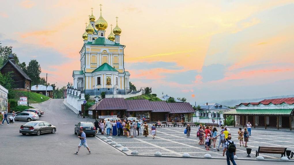 Гостиницы по справкам, тесты и КПП на въезде: шесть регионов России, где не рады внутренним туристам
