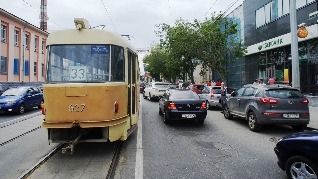 Движение трамваев на Шарташе остановили. Изменения в маршрутах
