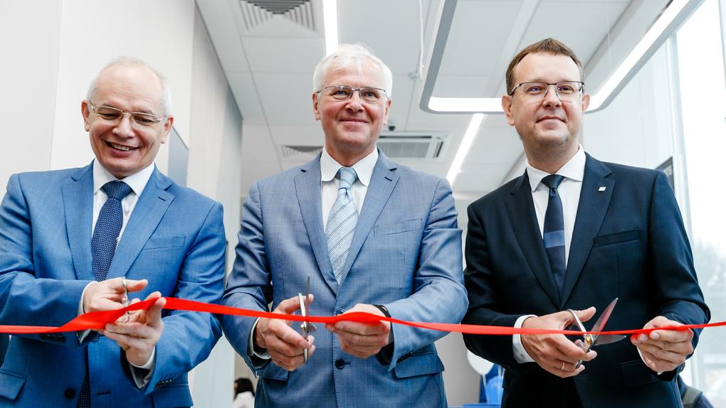 В Екатеринбурге начал работу первый офис ВТБ нового формата