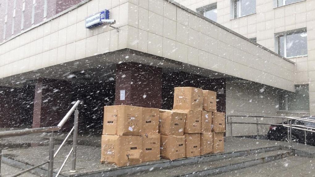 «Таганский ряд» передал 120 тысяч масок медикам, волонтерам, полицейским и журналистам