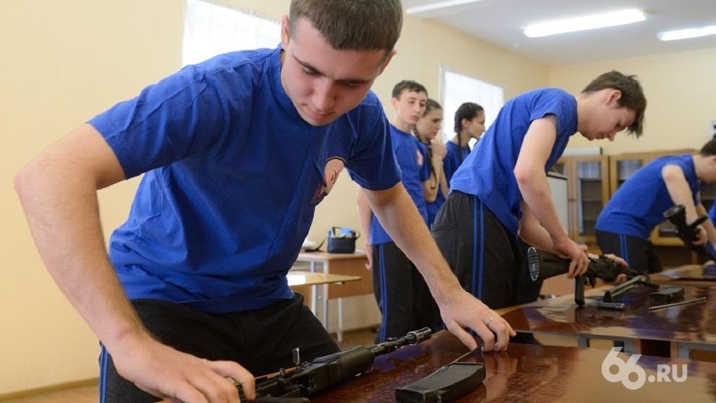 Минпросвещения рекомендовало школам провести всероссийский урок по сборке-разборке автомата Калашникова