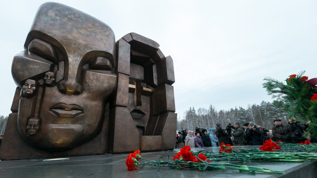 В Екатеринбурге открыли второй в России памятник «Маски скорби» Эрнста Неизвестного