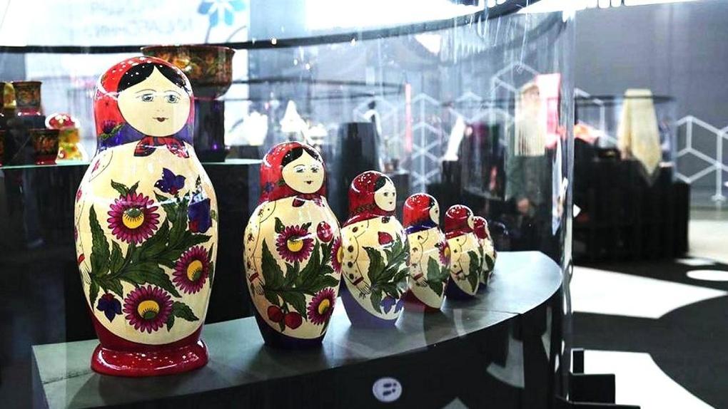 «На грани ремесла и искусства». На «Иннопроме» открыли экспозицию «Традиции и инновации»