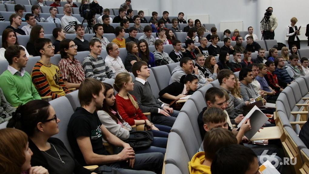 Студентов, которые уехали в «недружественные страны», вернут и заставят работать на Дальнем Востоке