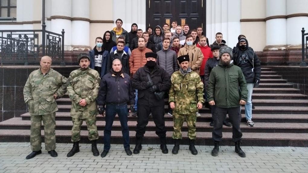 В первый день фестиваля ЛГБТ казаки выставили патруль у Ельцин Центра