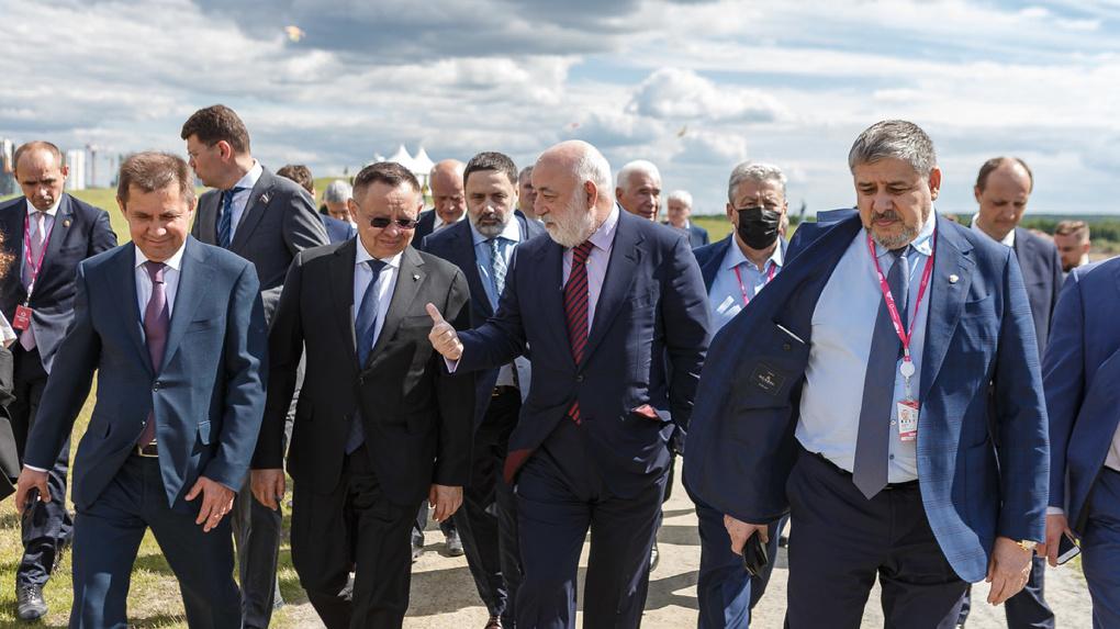 На юге Екатеринбурга построят жилье для полумиллиона человек. Проект показали федеральному министру
