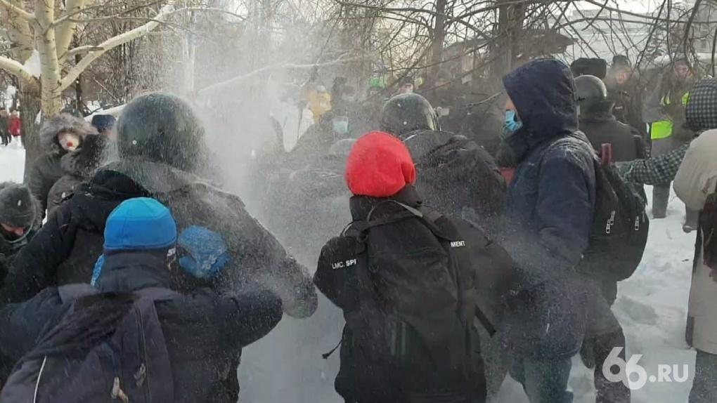 СК завел два уголовных дела за нападение на полицейских на акции 23 января в Екатеринбурге