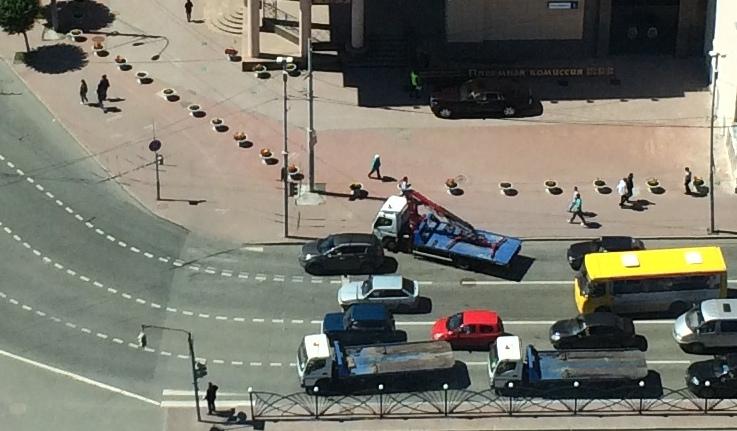 Посмотрели и уехали: автоэвакуатор отказался отвозить Rolls-Royce с тротуара