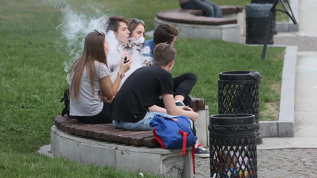Парить еще можно, курить — уже нет. Как в России вводят запрет на табак и электронные сигареты