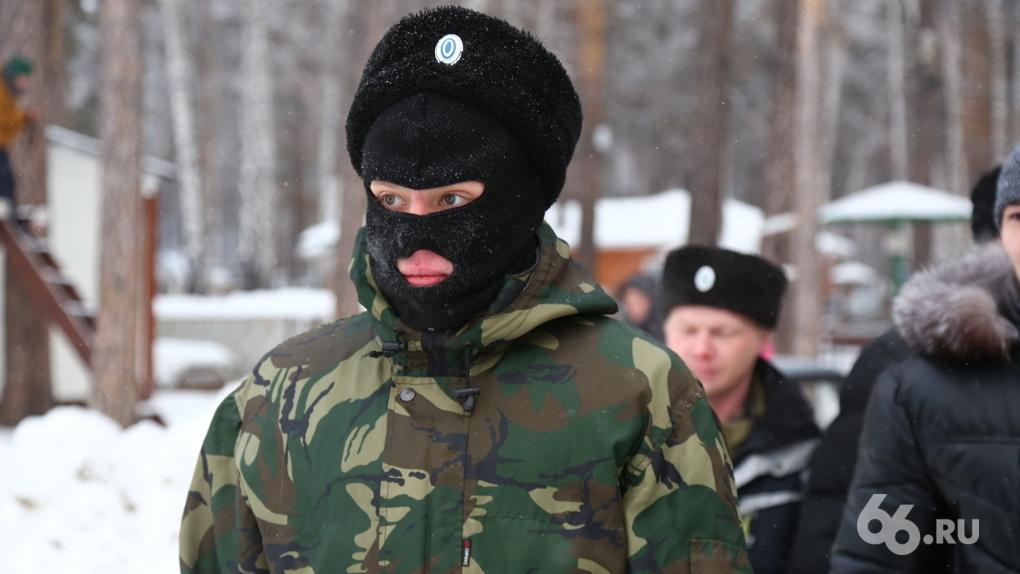 В Екатеринбурге казаки вышли в антикоронавирусный патруль. Они ловят на улицах чихающих китайцев