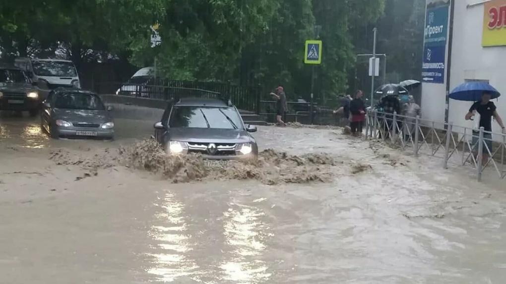 Российский юг затопило. С Черноморского побережья эвакуируют сотни людей