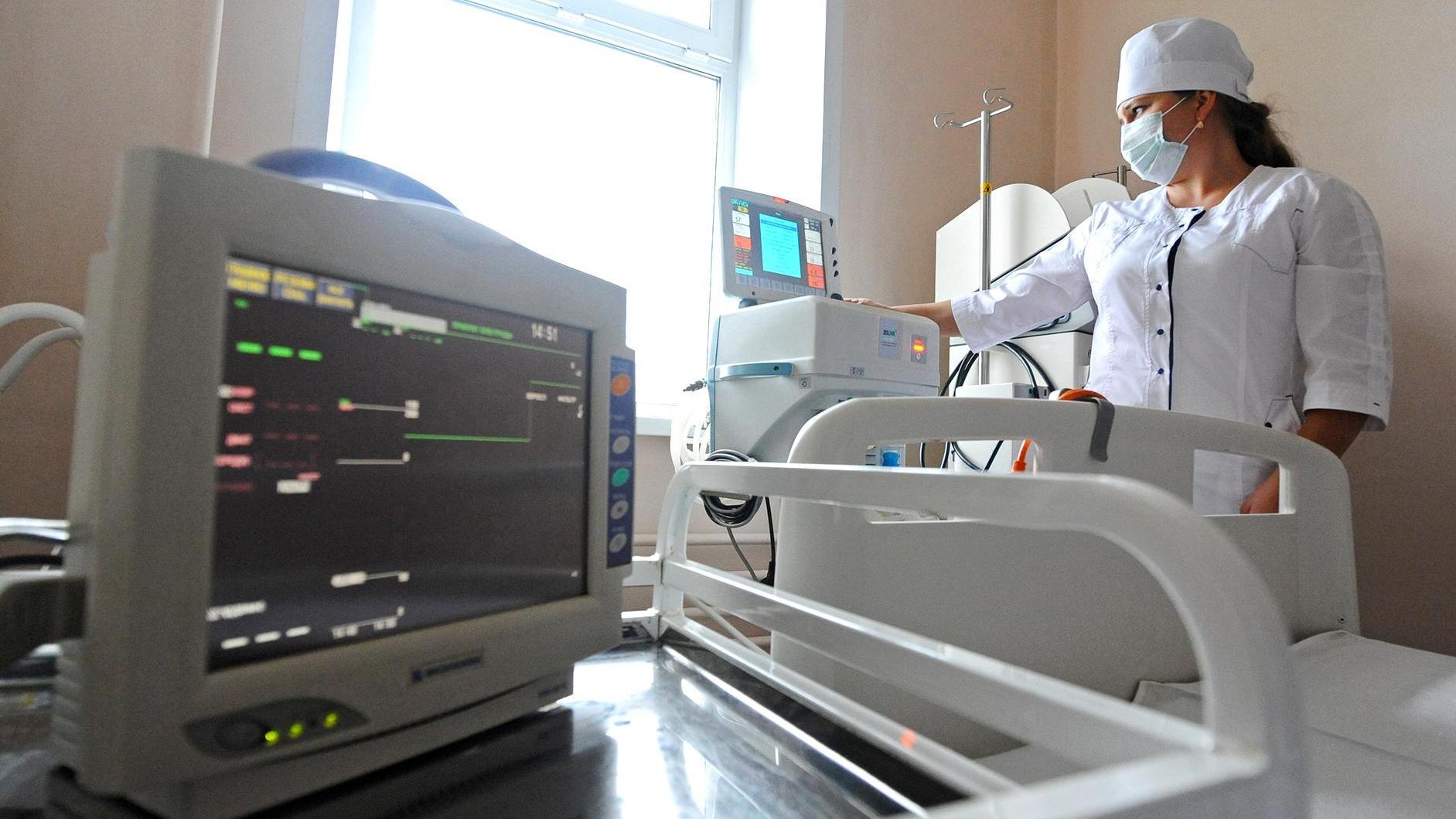 Игорь и Лев подарили инфекционному отделению 40-й больницы швейцарский аппарат ИВЛ