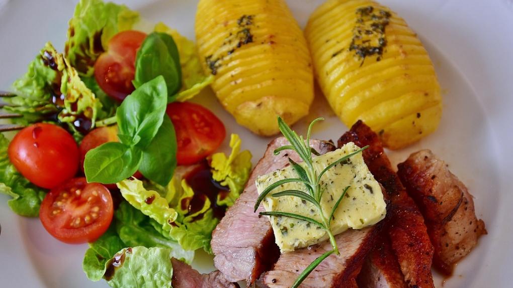 Успеть за 60 минут: 6 быстрых салатов на Новый год от итальянского шеф-повара