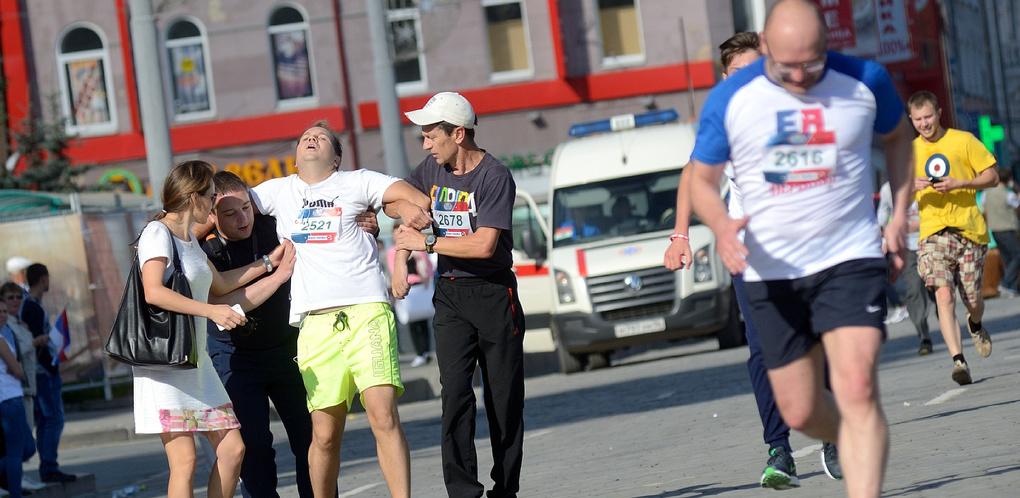 Старики улыбаются, мужчины падают в обморок. Слезы и счастье на финише марафона «Европа — Азия»