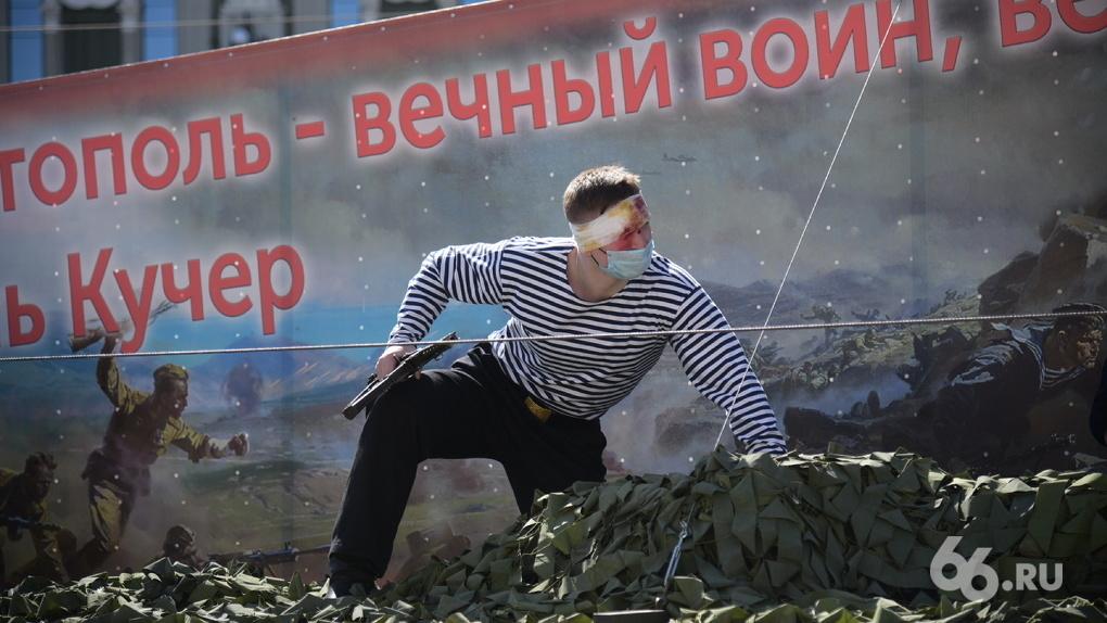 В центре Екатеринбурга реконструировали 11 эпизодов Великой Отечественной войны. Фото