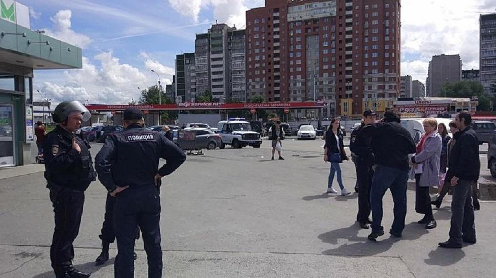 В полицию увезли четырех человек: в Екатеринбурге задержали активистов штаба Навального