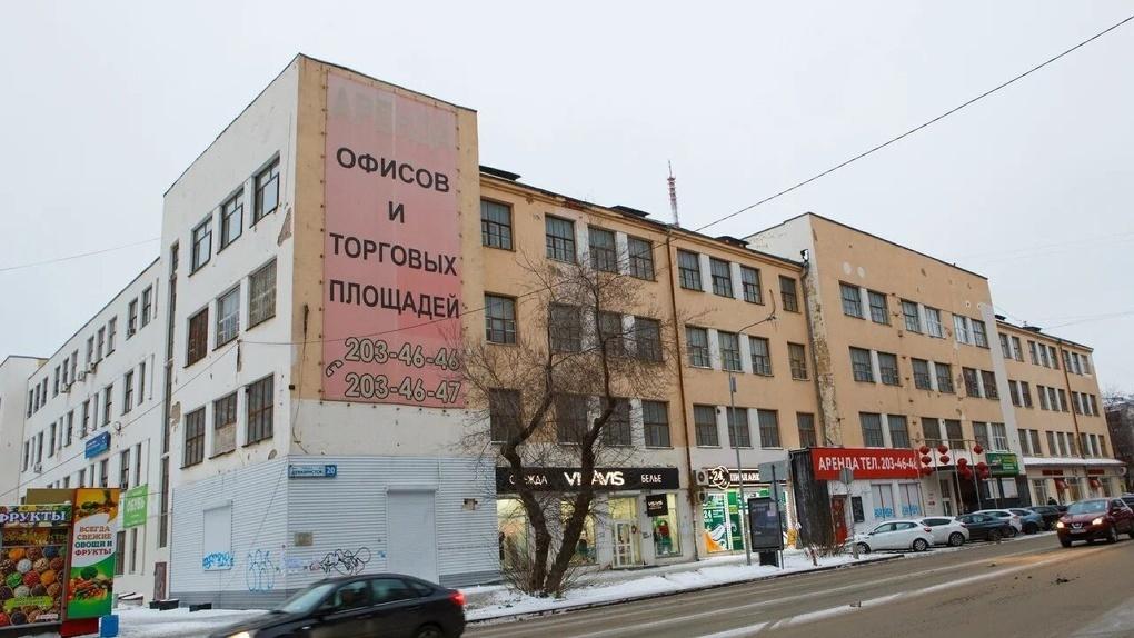 Защитники ПРОМЭКТа попросили «Маяк» вместе отреставрировать здание. В нем тем временем демонтируют окна