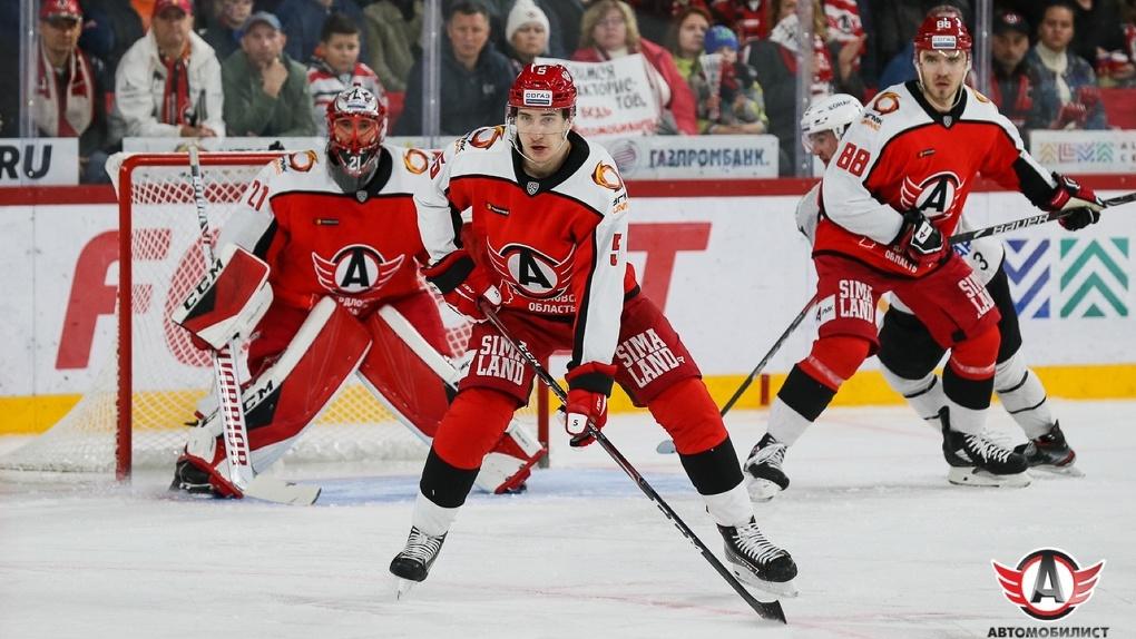 Хоккейный клуб «Автомобилист» покинули сразу два тренера и пять игроков