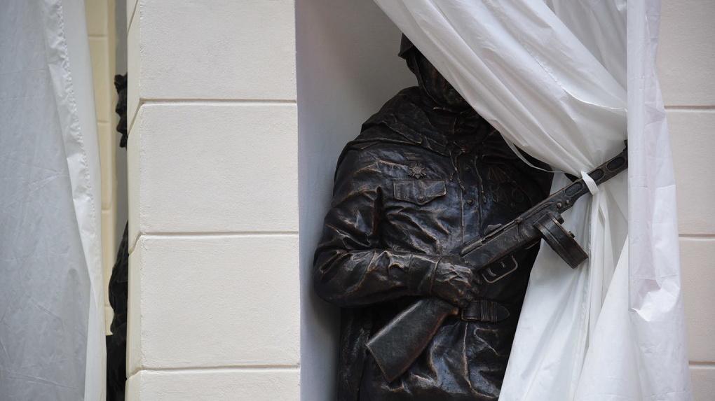 В центре Екатеринбурга открыли памятник, посвященный героям войн