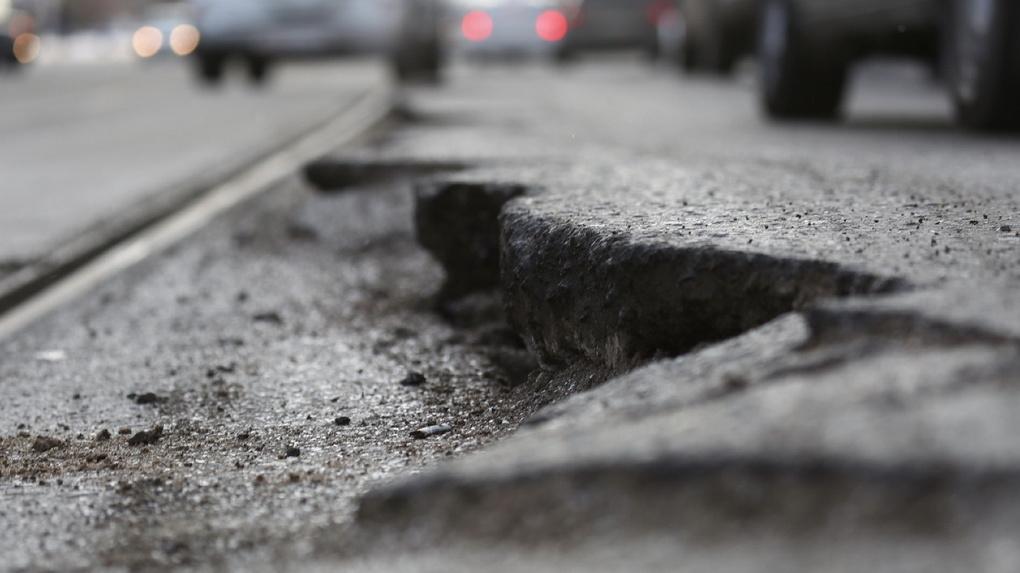 За две недели ГИБДД насчитала 3,5 тысячи ям на дорогах области