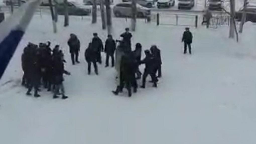 В Татарстане люди в форме тренировались разгонять митинги на девятиклассниках