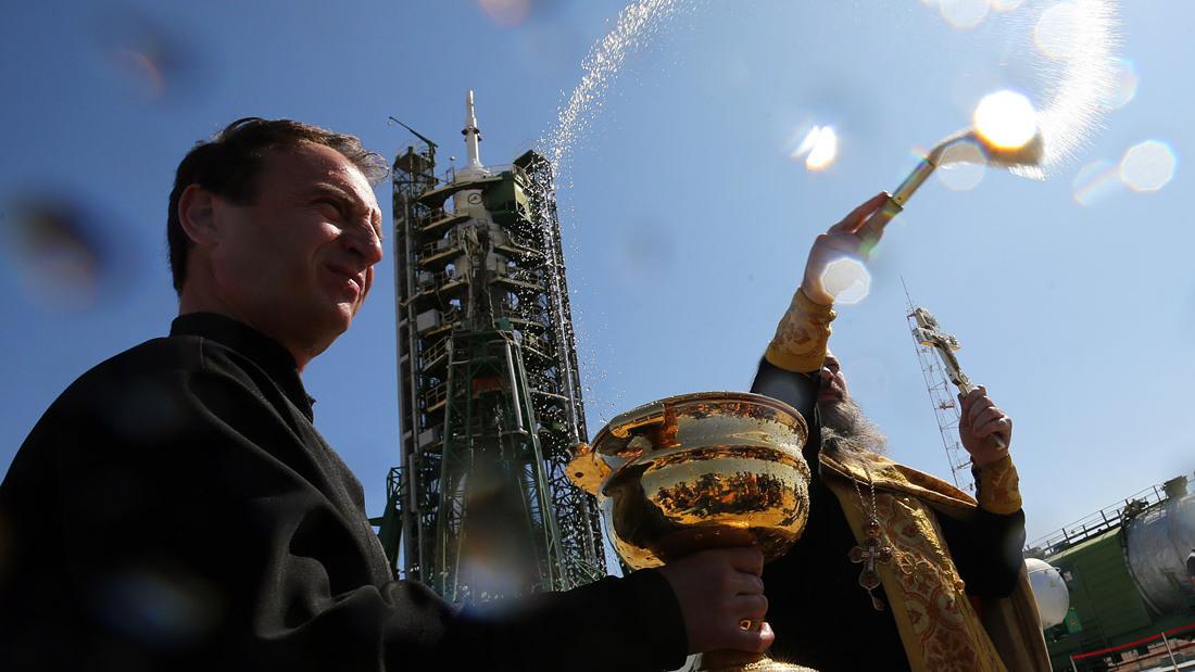«Недомолились где-то»: Шнуров написал оду плохо освященному «Метеору-М»