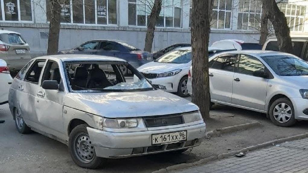 После открытия дешевого бара вместо «Дома Печати» на Тургенева начались пьяные драки и разборки. Фото